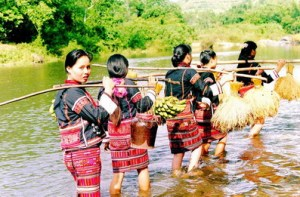 li-women-crossing-stream